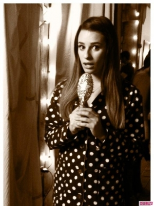 Lea-Michele-Celeb-Twitpics-Dec_15-Twitter-435x580