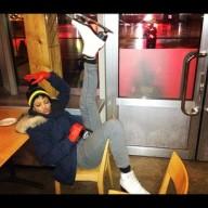 Rihanna-Celeb-Twitpics-Dec_15-Twitter