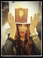 Tyra-Banks-Celeb-Twitpics-Dec_15-Twitter