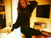 Tyra-Banks-Celeb-Twitpics-Jan_12-Twitter-580x435