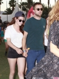 Coachella-Music-Festival-Day-Celebrity-Sightings-04132013-05-435x580