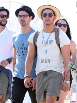 Coachella-Music-Festival-Day-Celebrity-Sightings-04132013-10-435x580