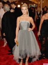 Julianne-Hough-Met-Gala-2013-435x580