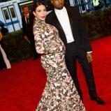 Kim-Kardashian-Kanye-West-Met-Gala-2013-435x580
